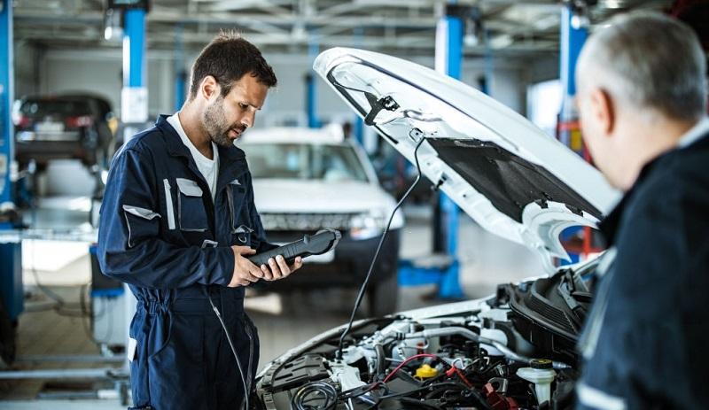 معاینه فنی در مراکز معاینه فنی توسط متخصص معاینه خودرو