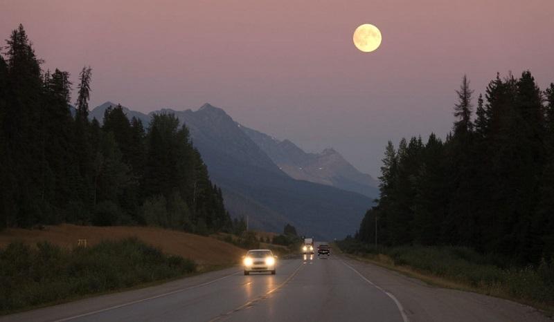 روشن کردن چراغ خودرو در هوای گرگ و میش غروب ضروری است.