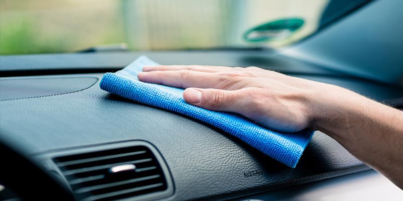 کارواش آب پاش آمل نظافت خودرو با دستمال مایکروفایبر